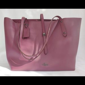 Beautiful coach bag! Gently used.